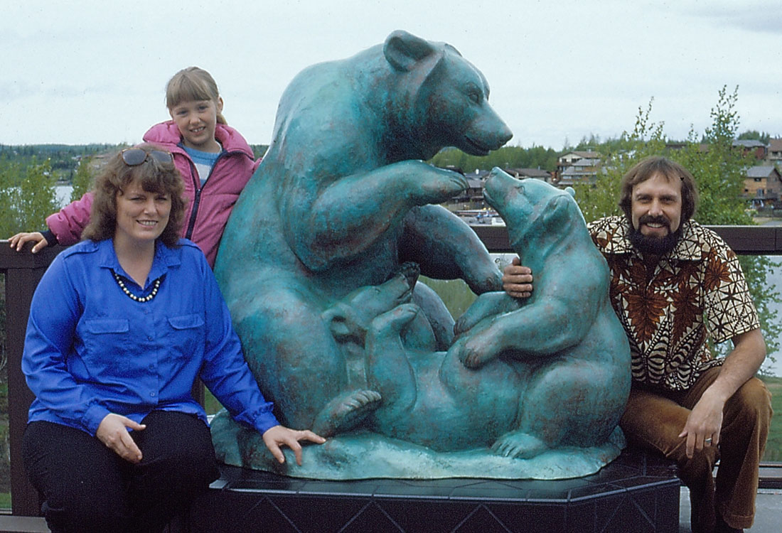 Grizzly Family, Bronze sculpture 1 of 1